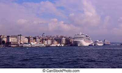 Stambul.Buhta Golden Horn - ISTANBUL, TURKEY - 7 OCTOBER,...