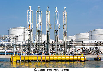 Sea harbor with transhipment equipment for oil tankers -...