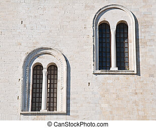 Absidal windows