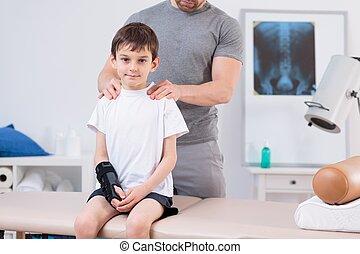 niño, con, escoliosis, Durante, fisioterapia,