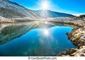 bello, blu, lago, montagne