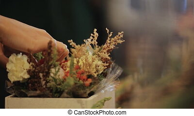 Master Florist, puts flowers, bouquets, boutonnieres, herbs,...