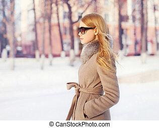 Portrait beautiful elegant woman wearing a coat jacket and...
