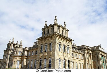 Blenheim Palace in England - Blenheim Palace in Woodstock,...