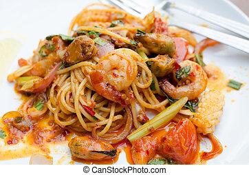 tom yum spaghetti, thai food