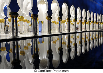 Detail of the Sheikh Zayed Mosque at night Abu Dhabi, United...