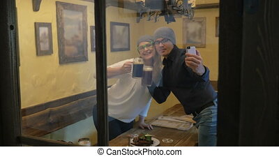 Young hipsters making selfie and drinking beer - Young happy...