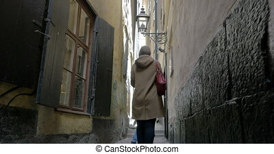 Couple in the narrowest street of Old Town, Stockholm -...