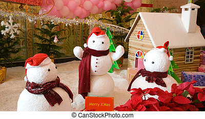 x'mas snowmen and snow house