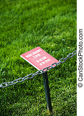 Please do not walk on the grass - Sign with text Vietato...