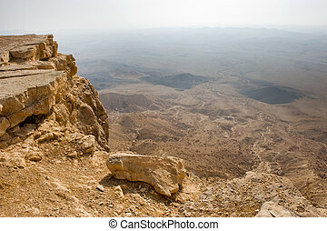 Makhtesh ramon - View from the edge into the Makhtesh ramon...