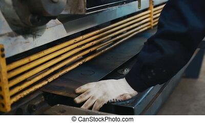 machine cutting iron sheet - machine cutting metal sheet...