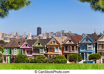 San Francisco skyline and painted ladies from Alamo park...