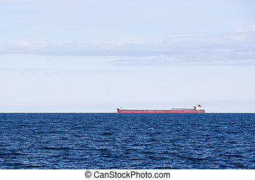 Great Lakes Freighter with Low Horizon - Great Lakes ore...
