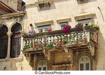 Split balcony 01