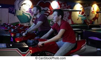 Friends ride on motorbike simulation game - Slot Machines...