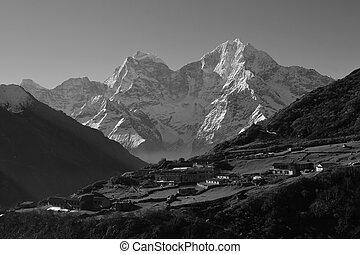 Village Dhole and Mt Thamserku, Everest National Park -...