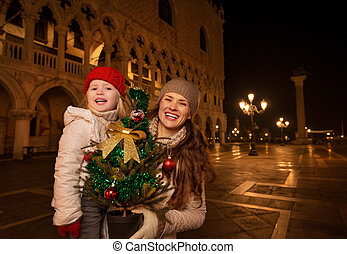 Mother and child with Christmas tree on Piazza San Marco,...