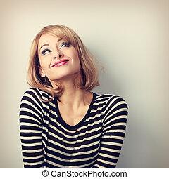 divertimento, bonito, pensando, loura, jovem, mulher, em,...