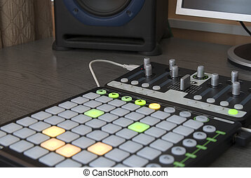 Dj pad - Professional installation for mixing and playing...