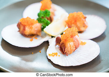 Scallops with bacon