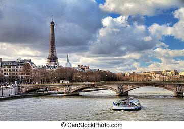 Seine Eiffel boat