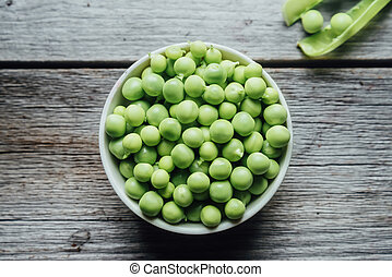 Green peas in a bowl