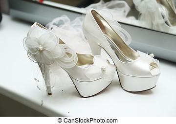 bridal shoes - Beautiful brides shoes