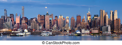 Moonrise over Midtown West with Manhattan skyline, New York...