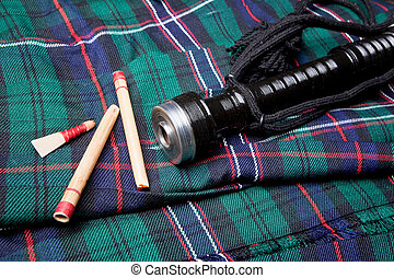 Bagpipe reeds on tartan - Authentic bagpipe reeds and...