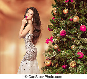 Brunette Girl in fashion luxury dress style - Long Hair...