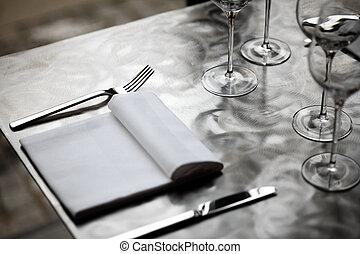 Dinner table - Fine restaurant dinner table place setting...