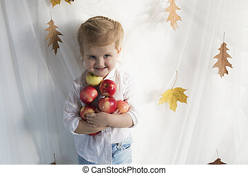 Girl with apples - Happy girl with red apples in hands