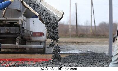 machine drains liquid concrete