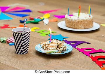 點燃, 蜡燭, 生日, 蛋糕, 桌子