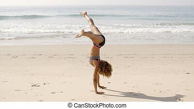 mujer, playa, joven, Voltereta lateral