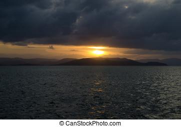 Tropical sunset i Whitsunday Islands - A dramatic sunset...