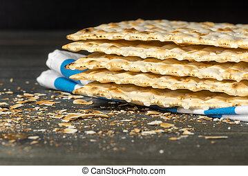 Matzah, matza, matzo, unleavened bread - Matzah - An...