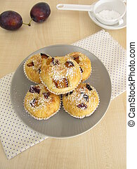 Small muffins with plums