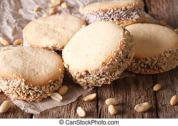 Galletas, alfajores, con, crema, en, papel, close-up.,...