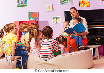 Nurse in kindergarten read book to the class - Large group...