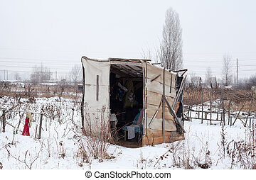 Temporary self-made shelter in winter - Temporary self-made...