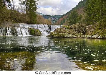Dougan Falls in Washington Scenic Columbia Gorge