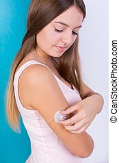 Woman with insulin infusion pump - Young diabetic woman with...