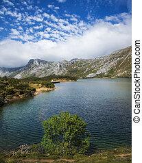 Lago de Valle lake Valle de Lago, Somiedo Natural Park,...