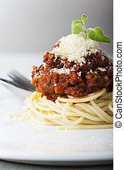 Spaghetti mit Bolognes auf einem Teller