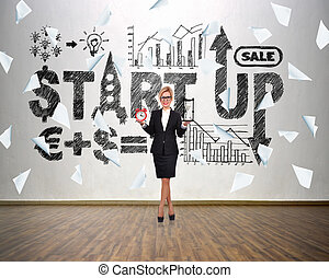 Start up concep - Businesswoman holding sandglass and alarm...