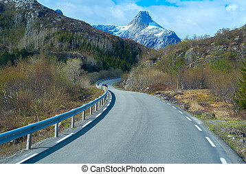 Asphalt road in Norvegian mountains