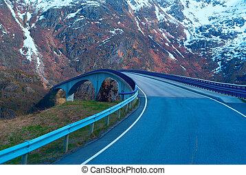 Bridge on Norwegian road in the mountains