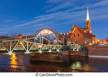 Tumski Bridge at night in Wroclaw, Poland - Tumski Bridge...